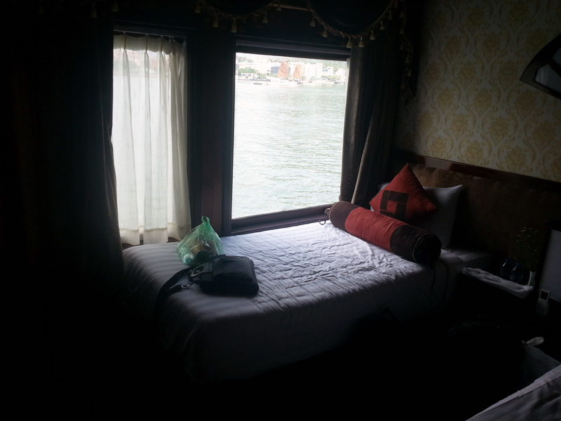 Pemandangan langsung ke indahnya Ha Long Bay :D