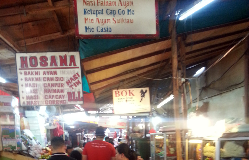 Penjual makanan. This is like one big food court with stalls scattered around.